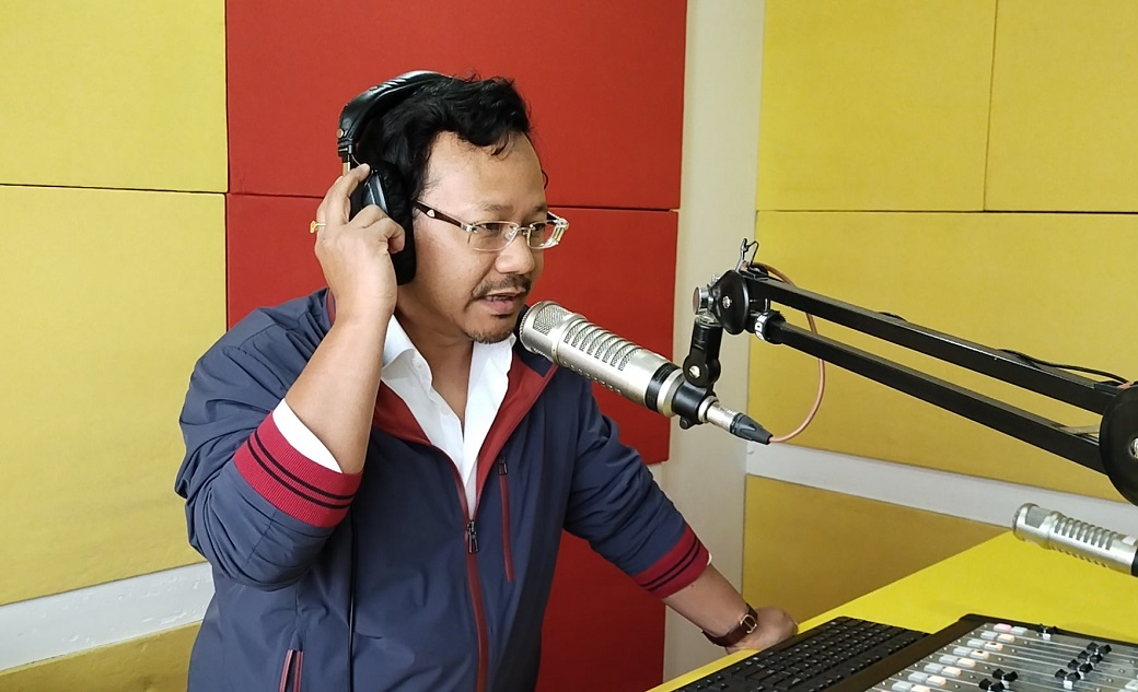 James Sangma dons hat of 'RJ' on radio station's anniversary